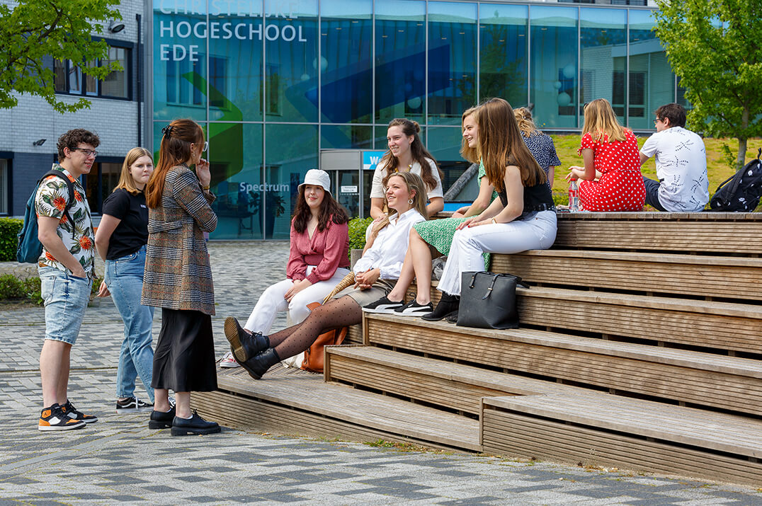 Studenten komen samen bij CHE